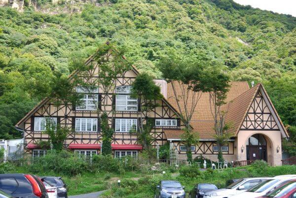 ブルワリーのオレンジの建物